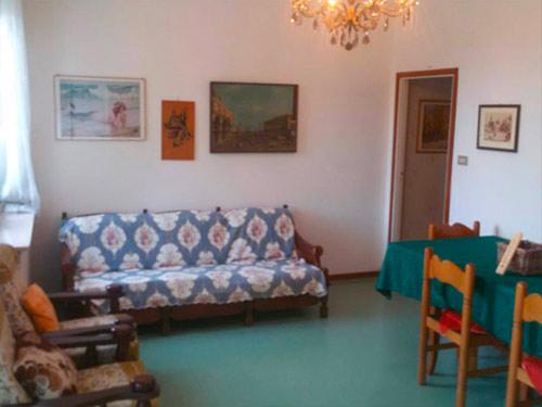 Appartamento Con Terrazzoin Zona Mare Centrale